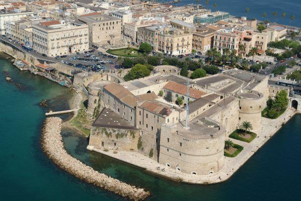 taranto piazza_castello